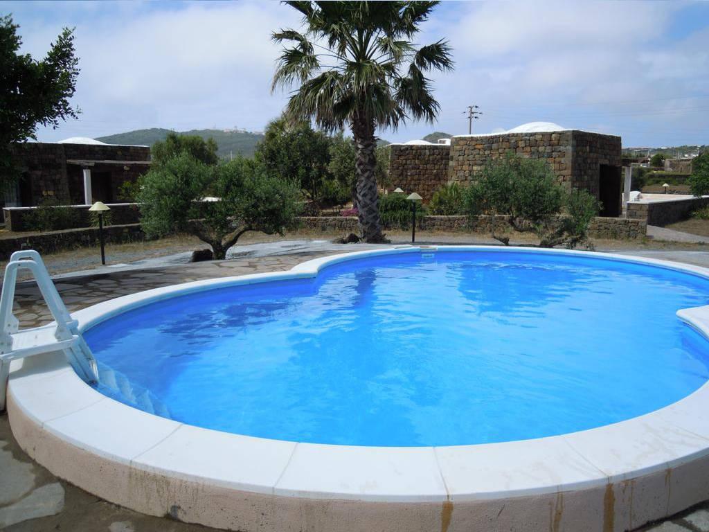 Realizzazione costruzione piscina pubblica per residence pantelleria piscine in kit - Piscina pubblica roma ...